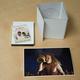 DVD-Box mit Fine-Art-Print No.1 (baryt glossy) und Postkarte