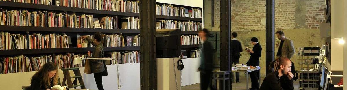Neue Regale für 5000 heimatlose Bücher