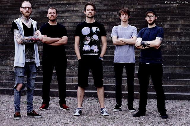 Band 'As we Arise' benötigt einen Tourbulli