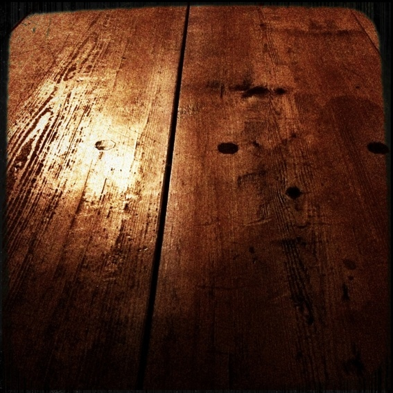 Holzdiele* - timber floor board*