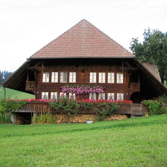 Ein Wochenende zu Besuch auf Götz Widmanns Bauernhof in der Schweiz inkl. Besuch von 1 Konzert Götz Widmann und 1 Konzert PanneBierhorst. Für 2 Personen