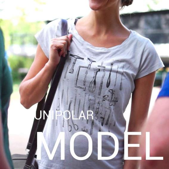 Model bei UNIPOLAR