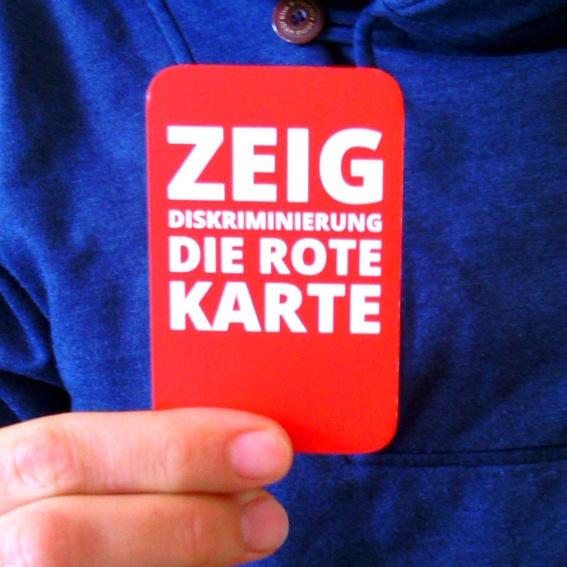Kleine Rote Karte + Nennung im Abspann