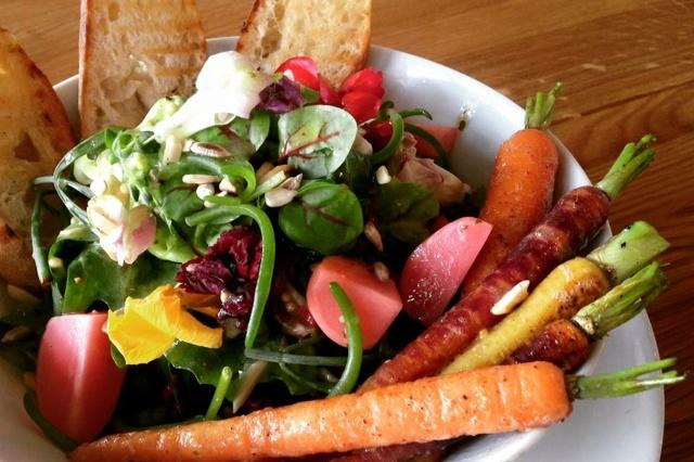 Eröffnung eines vegan-vegetarischen Cafés in Wü