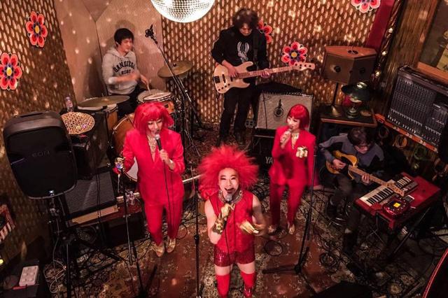 Südkoreanische Minyo-Rock-Band SsingSsing