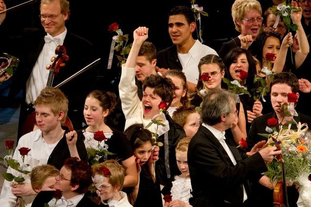 KlangKörper2013-ein inklusives und generationsübergr. Tanzprojekt