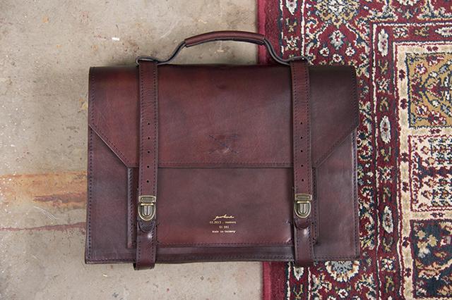 Yunikue Fitted Bag