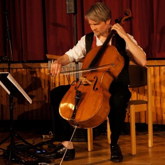 persönliches Cello-Konzert + 1 Ticket + backstage-Führung