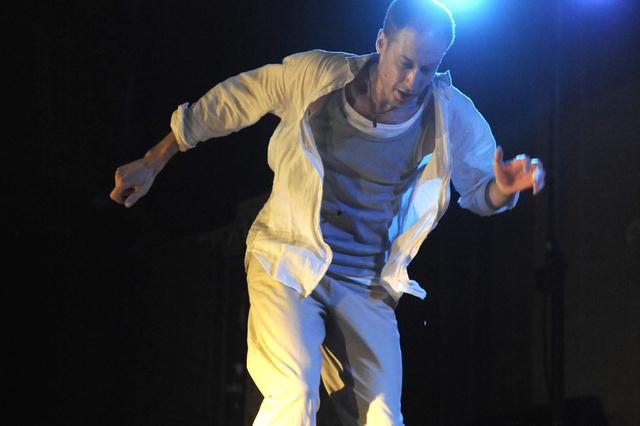 SYNCHRONZEUGEN - Tanztheater mit Steptanz, Schauspiel und live Musik