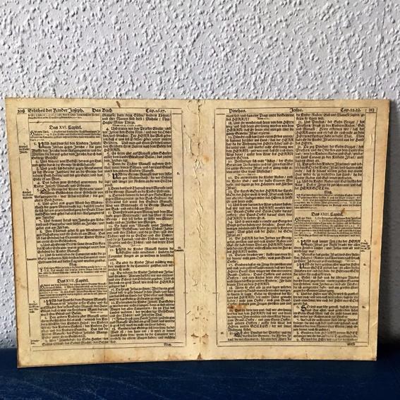 alte Bibelseite/ Doppelseite