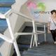 Firmenlogo im Treppenhaus und auf Webseite