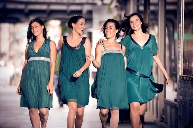Les Brünettes Go Abbey Road!