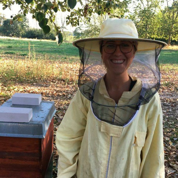 THE OPERATOR BEE - A Beekeeping Beginner's Course