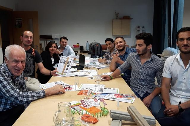 Wir plakatieren Demokratie! | Neu in Deutschland