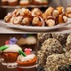 Kaukasischer Kuchen mit Tee oder Kaffee