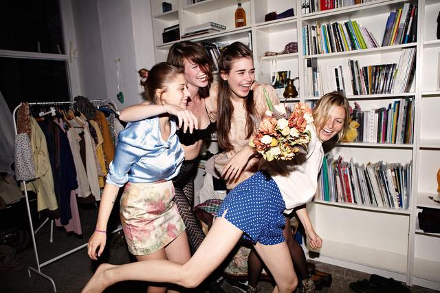 online kleiderei kleider leihen statt kaufen. Black Bedroom Furniture Sets. Home Design Ideas