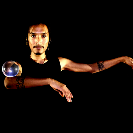 Glaskugel-Performance / Show von Chris Ipanaque