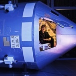 Exklusiv: Fotoshooting im Cockpit der Apollo 13