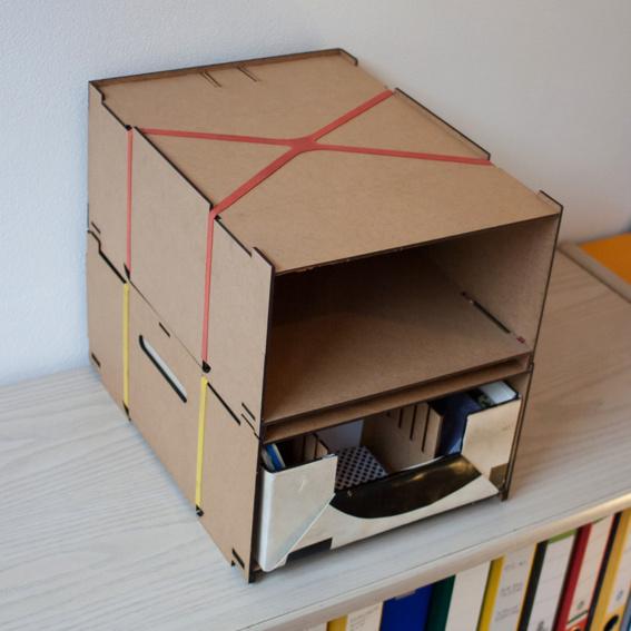 Stapelbox mit Einschub