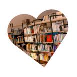 Buchspende an Bibliothek