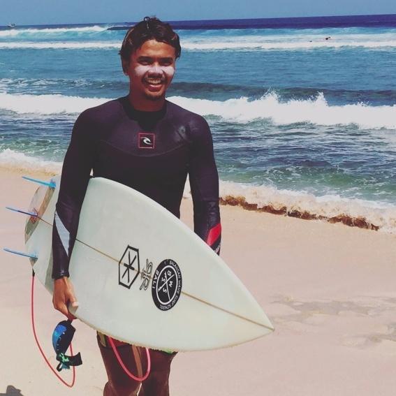 """Ultimatives """"Surf Bali"""" Paket"""
