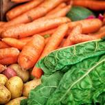 Große, saisonale Gemüsekiste