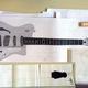 Space-Guitar-Button | Ein signiertes Gitarren-Schnittmuster