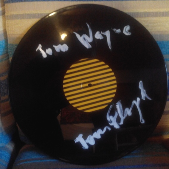 Eine signierte Version des brandneuen Albums auf Vinyl