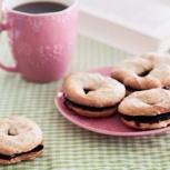 Kaffee und Kekse für zwei