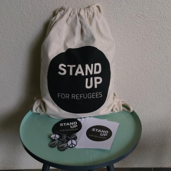AktivistInnen Starterpaket: Bio Fairtrade Bag, Pins, Kleber und Postkarten