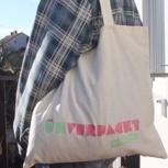 Eine Einkaufstasche mit Logo
