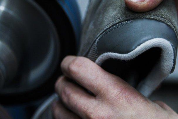 Er repariert kaputte Schuhe: Der erste Sneaker Doc Deutschlands | Galileo | ProSieben