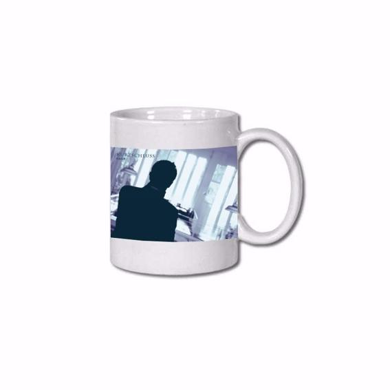 2 Tassen mit einer Filmszene
