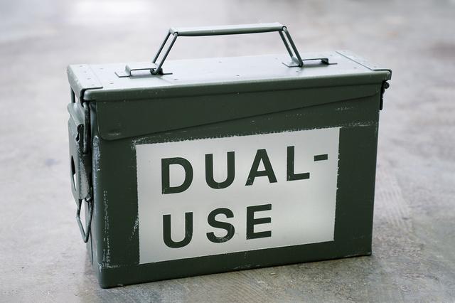 DUAL-USE :: Film und Buch