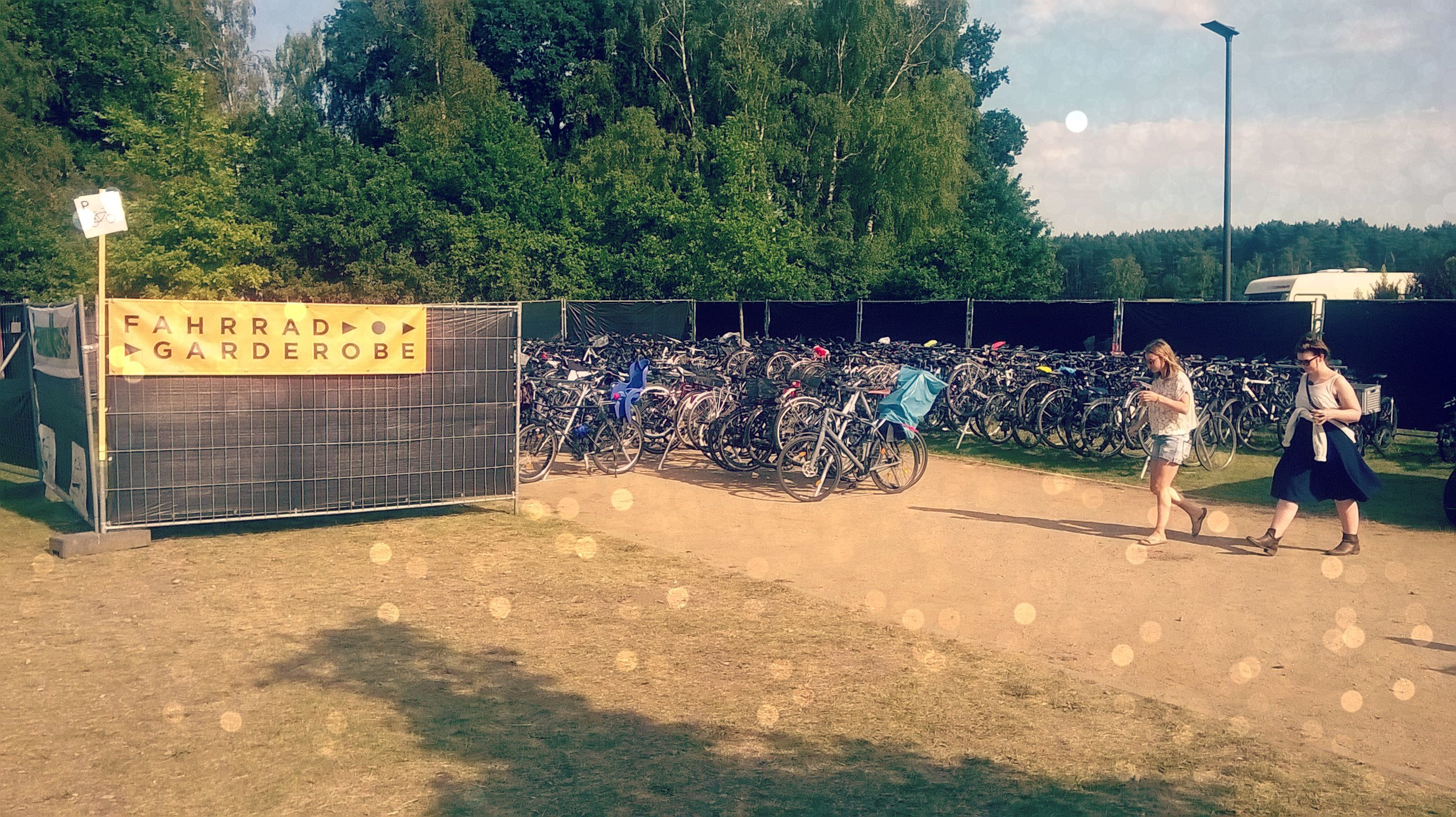 FahrradGarderobe_beim_A_Summers_Tale_Festival_3.jpg