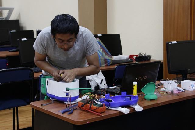 Don Bosco Plüschroboter für Kinder mit besonderen Bedürfnissen