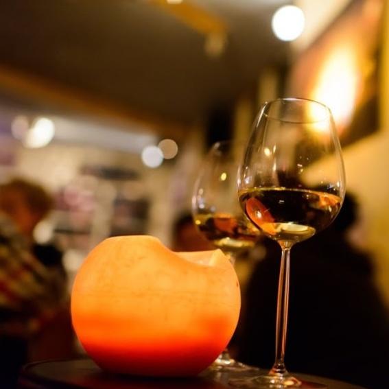 Wein im netten Kerzenambiente / 2 glass of wine in galao ambience
