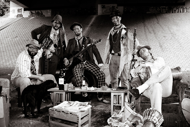 THE LES CLÖCHARDS - auf dem Weg zum Fringe-Festival nach Edinburgh