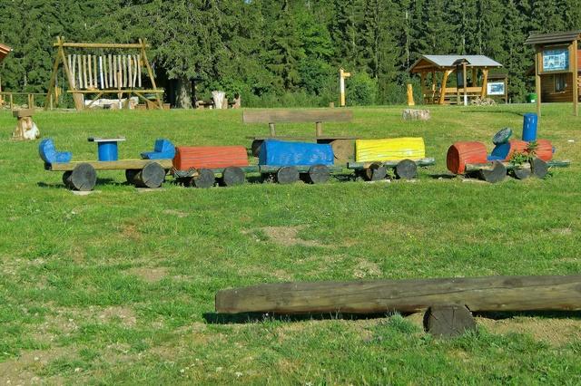 Neue Holzeisenbahn / Spielplatz Erlebniswelt