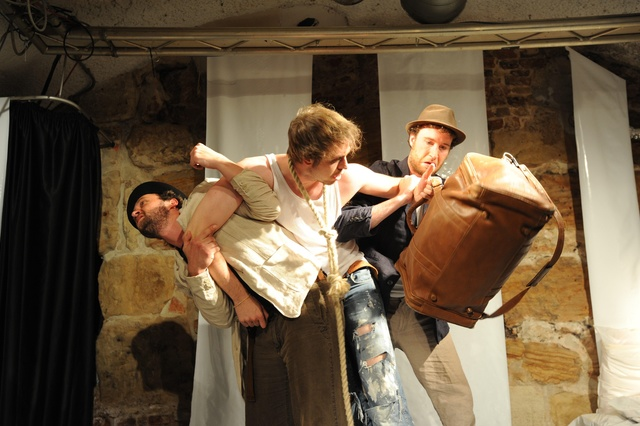 WildWuchs Theater baut eine Bühne