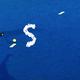 Trikot der Nationalmannschaft, das Filmplakat und Namensnennung auf der Unterstützerseite