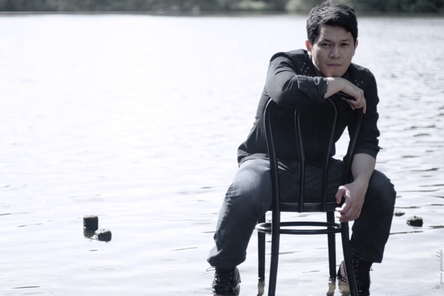 Yonatan Pandelaki's erstes Solo Album
