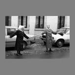 "Wandbild ""Diakonissen in der Menschenkette"" analoge Fotografie"