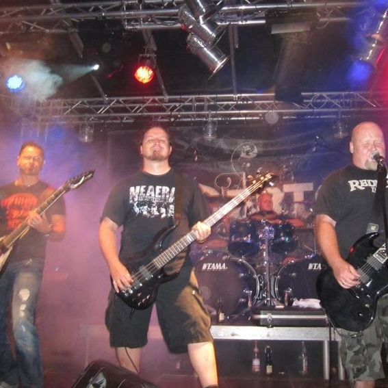 Live-Gig mit komplettem Merch-Package
