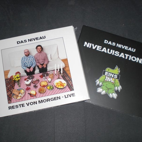 Das Niveau - CD Paket + Autogrammkarten + Button (handsigniert)