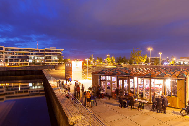 Temporäre Hafenbar Golden City