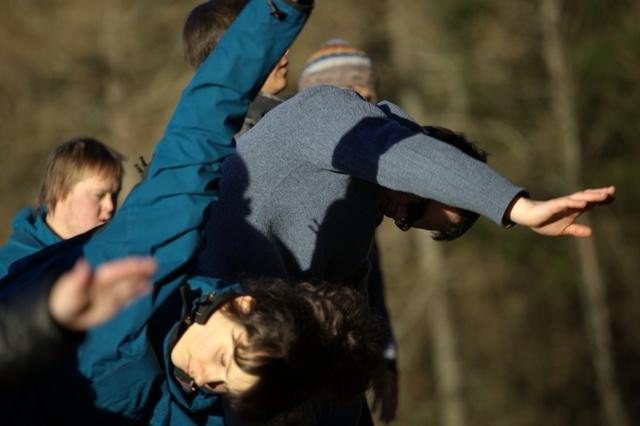 Spuren im Asphalt || Szene 2wei Inklusive Tanzkompanie