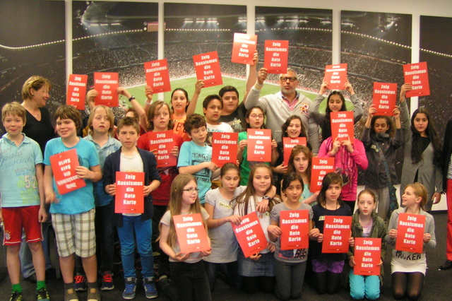 Show Racism the Red Card - Documentary for children