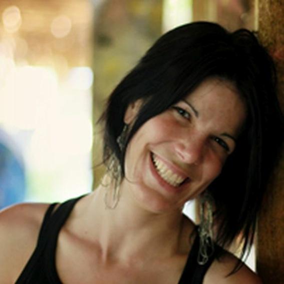 FAERIE - vierhändige LomiLomi Massage (Budapest) mit Ancsa Überhardt + Unterstützerparty in der Schwelle7
