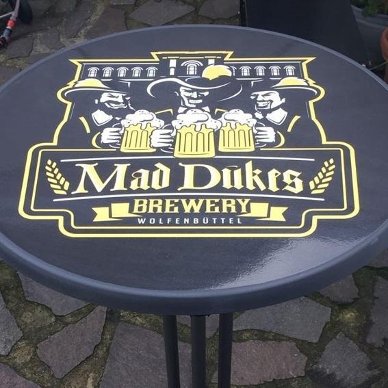 Mad Duke Stehtisch + 11er Erfrischung